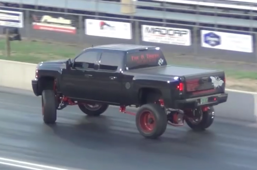 Video: Racer Breaks A Tie-Rod, Keeps On Truckin'
