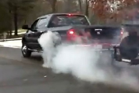 Video: Dodge 3500 Mega Cab Dually Burnout!